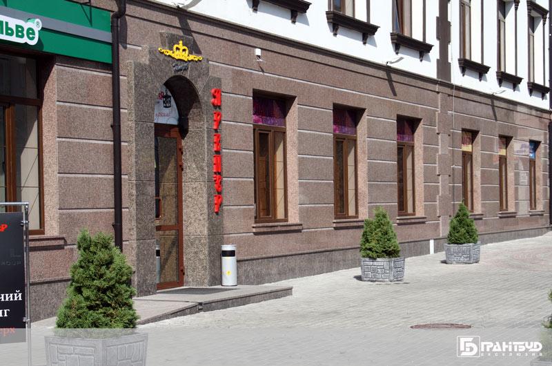 Фасади з натурального каменю
