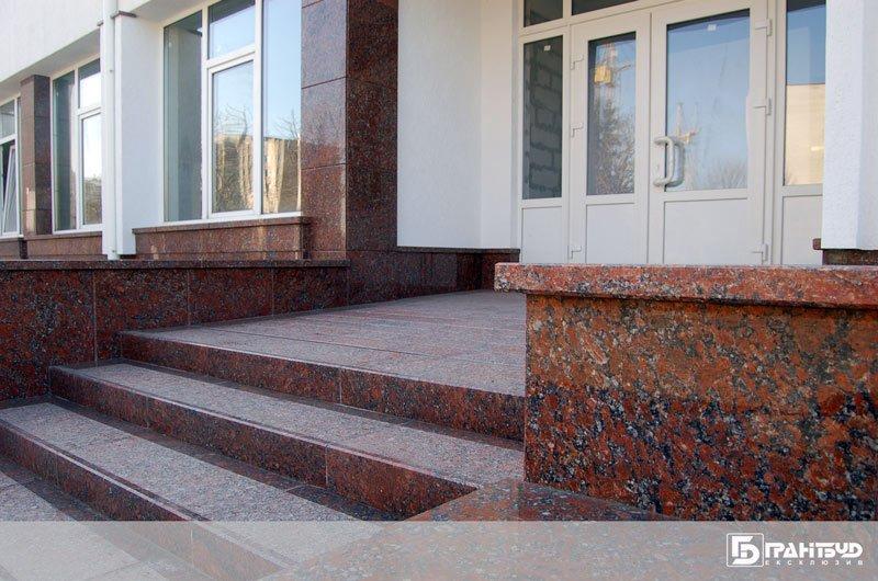 Розпочато роботи по благоустрою території ТНЕУ м. Тернопіль