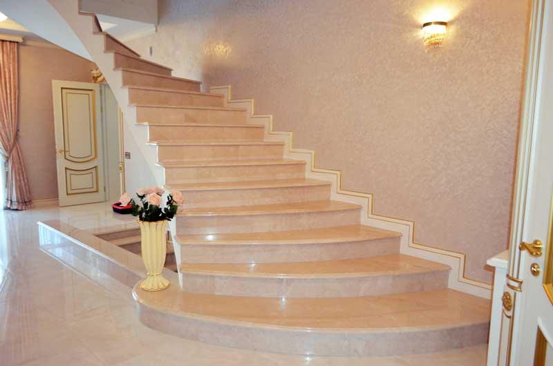 мармурові сходи в Луцьку